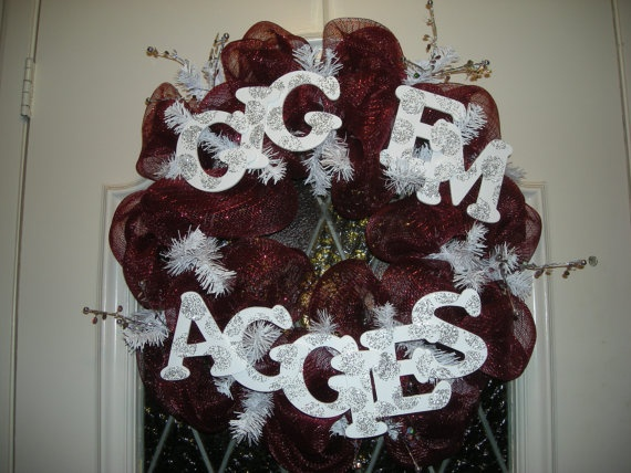 Aggie Wreath @Ashleigh {bee in our bonnet} Vaughan Seguin I need this!!!