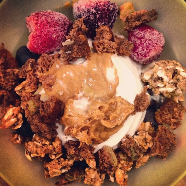 @lizaeatscleans photo: Night snack! Frozen plain @Chobani with frozen strawberries, fresh blueberries, @sweetleaf Stevia® Sweetener vanilla creme drops, 1/2T natural chunky #peanutbutter, 1/2 T #betternpeanutbutter, half a crumbled banana bread muffin, and kashi go lean crunch! #eatclean#healthysnack#powerbowl#foodisfuel#pbaddict#pbporn#foodporn#foodgasm#foodstagram#foodideas#chobani#greekyogurt#healthyfood#healthyeats#fitfam#fitfood#fitspo#foodie