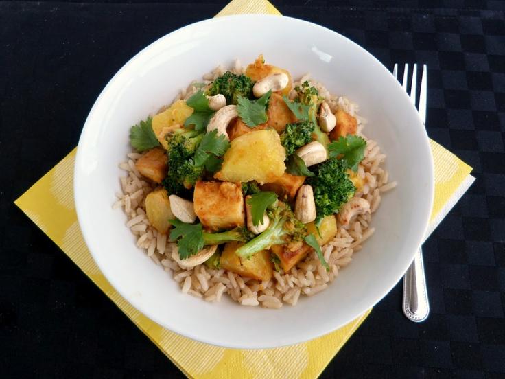 ... : Tofu, Broccoli & Pineapple Rice Bowl with Pineapple-Peanut Sauce