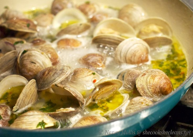 Clams in Wine, Garlic and Herb Broth | Sea Food | Pinterest