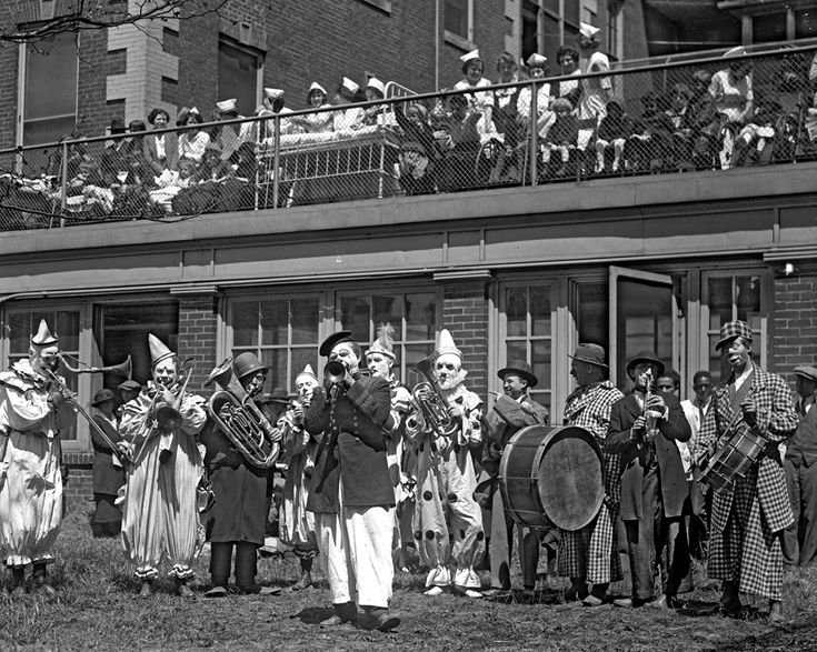 Shorpy Historical Photo Archive :: Clown Band: 1923