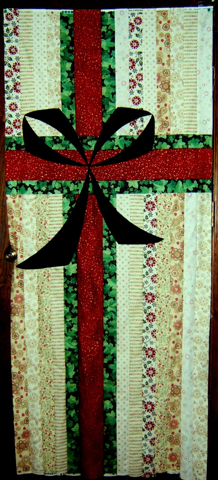 Christmas gift door cover quilts i have made quilted for Front door quilt pattern