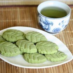 Matcha green tea shortbread leaf cookies | entertaining | Pinterest