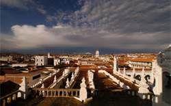 13 - Algunos decían que Francisco de Grass había venido de Buenos Aires, otros de París. Pero realmente, nadie supo nunca jamás, de donde ni para que viniera a Sucre en 1859, el doctor Grass.