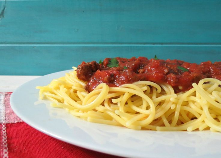 Slow Cooker Pasta Meat Sauce - A rich, red, thick Italian pasta sauce ...