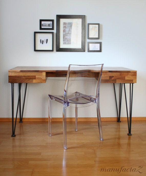 Schreibtisch aus nussbaum massiv mit filigranen stahlbeinen for Schreibtisch nussbaum