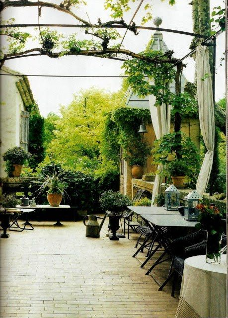 French courtyard favorite italian french english for French country courtyard