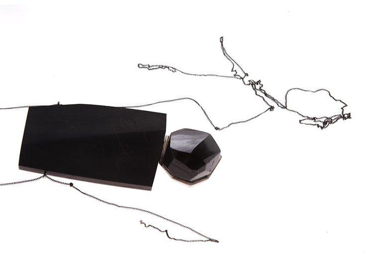 "Kadri Malk - ""Amnesia"" neckpiece - black tourmaline, ebony, silver  -   http://www.jakob-bengel.de/home/wp-content/gallery/oehuloss/oehuloss_3.jpg"