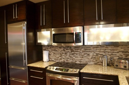 Chocolate cabinets with long handles mi casa es su casa for Chocolate pear kitchen cabinets