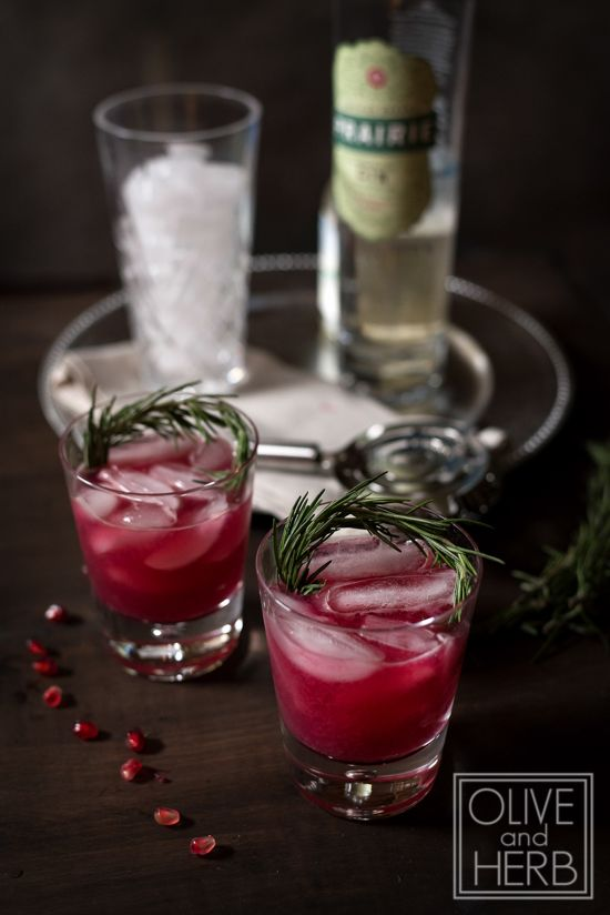POMEGRANATE & GIN COCKTAIL with muddled rosemary | Recipe