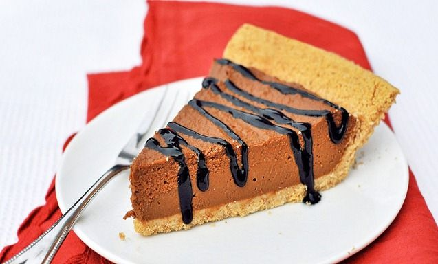 No-Bake Chocolate Pumpkin Pie - http://www.veganbirthdaycake.org/no ...
