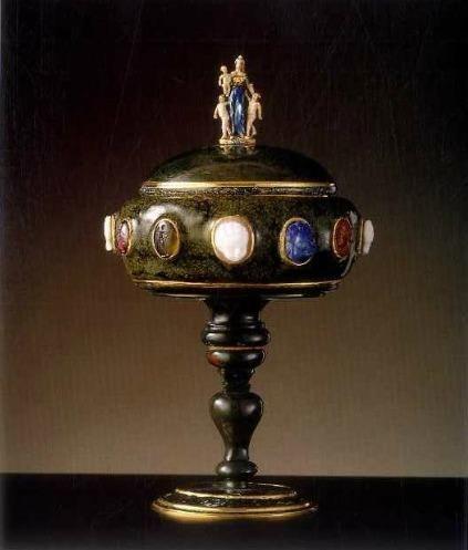 Coupe ovale en agate, entrée dans la collection du cardinal Mazarin et puis dans celle de Louis XIV – Paris, vers 1650 - Paris, Musée du Louvre