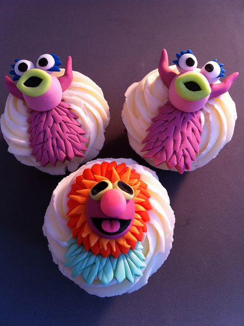 Muppet Cupcakes. Mahna Mahna and the Snowths by zoeycakes, via Flickr