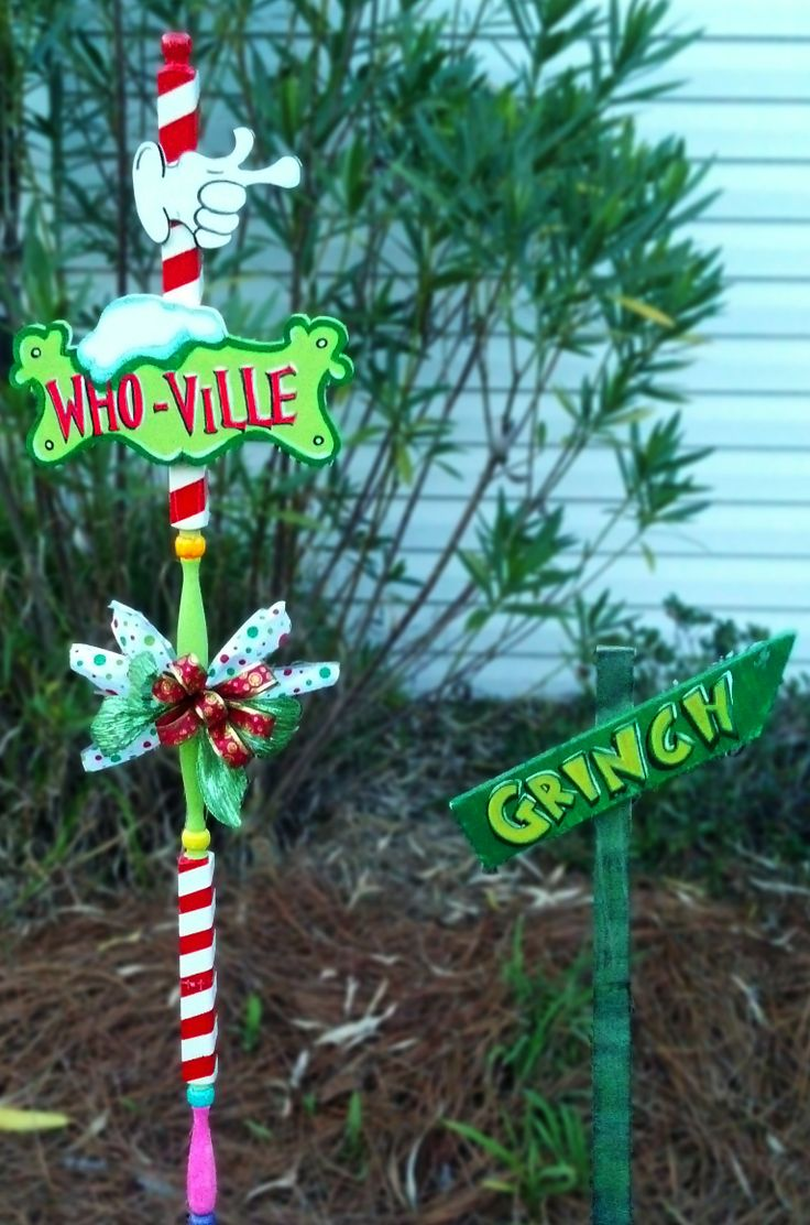 Christmas outdoor porch decorations - Whoville And Grinch Yard Signs Christmas Pinterest