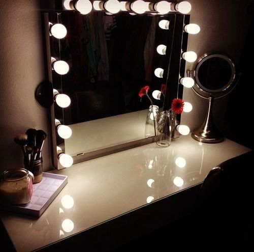 Lighted mirror vanity table Casa Hannah Pinterest