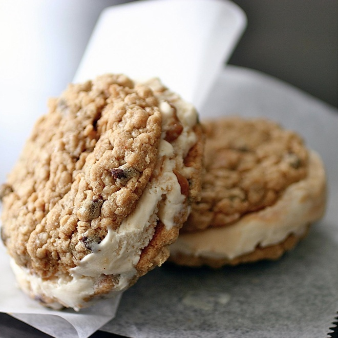 Oatmeal cookie ice cream sandwiches. | cookies and bars | Pinterest