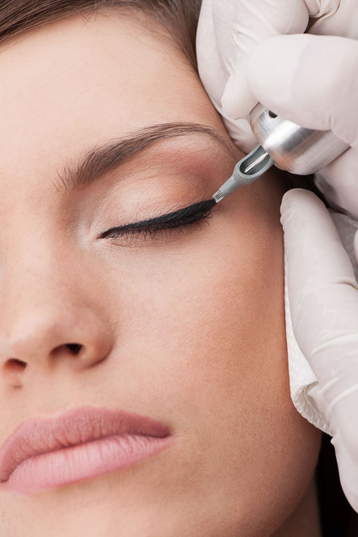 Как наносят перманентный макияж на глаза