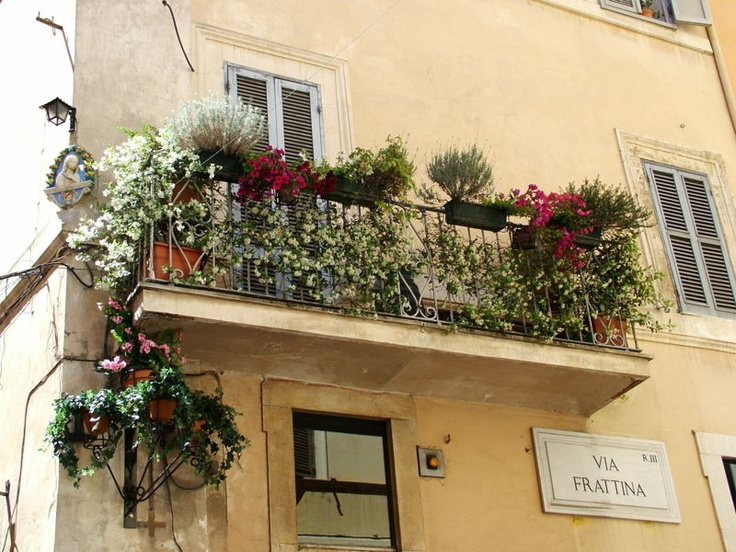 How to decorate small apartment balconies for How to decorate balcony walls