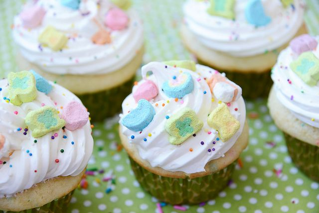 lucky charm cupcakes | st patty's day | Pinterest