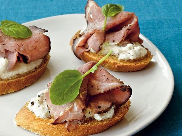 Horseradish Beef Bruschetta | Food! :) | Pinterest