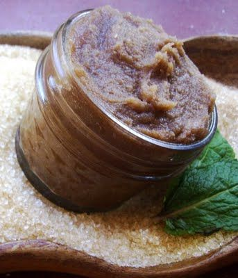 Christmas is Coming quick. good gift DIY: Warm Vanilla Brown Sugar & Coconut Body Scrub This brown sugar scrub smells absolutely amazing!  It's definitely the perfect treat for skin that's begging to be pampered.  Not only is it a wonderful exfoliant, but thanks to the coconut oil included in this recipe, it's very moisturizing to the skin as well.