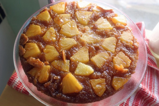 Pineapple upside Down cake (how to cut a pineapple)