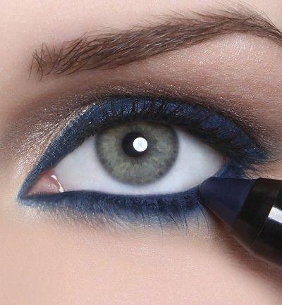 Navy blue eyeliner is so pretty!