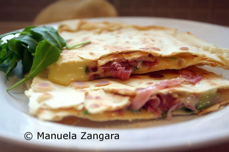 Homemade Piadina with prosciutto, stracchino and rocket (make 5 ...