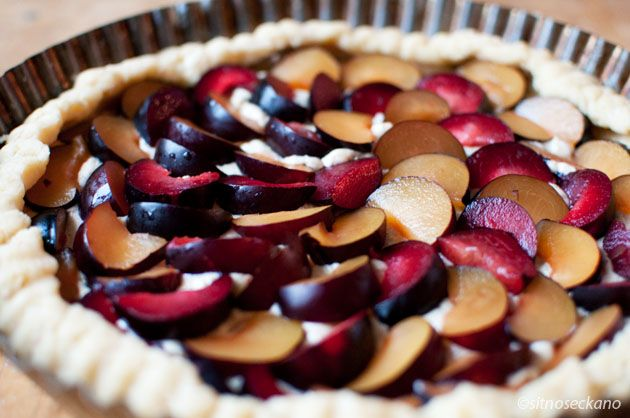 Plum frangipane tart + video | ..Favorite Recipes.. | Pinterest