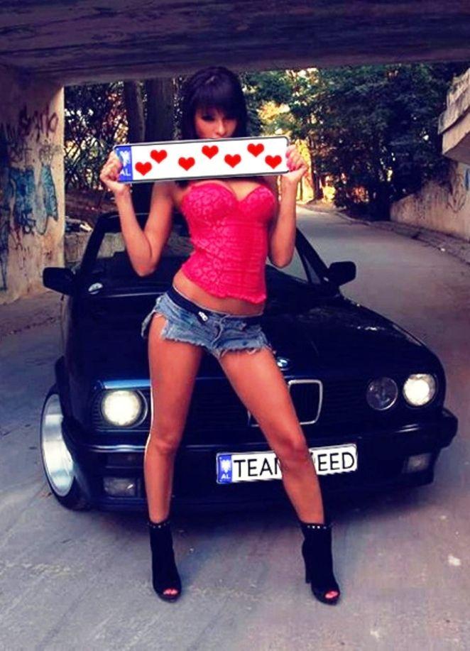 Girl in jeans Photo 3