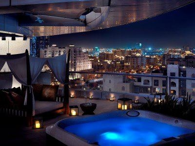 Dubai hotel room hot tub nice travel pinterest for Best hotels in downtown dubai
