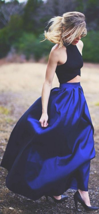 fitted tops and maxi skirts are so sexy!