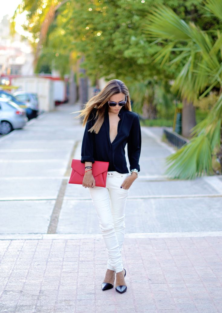 <3 everything, especially the white skinny jeans!