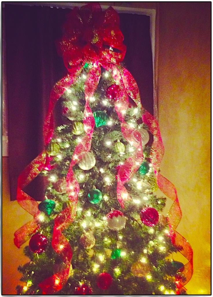 ribbon tree topper christmas pinterest. Black Bedroom Furniture Sets. Home Design Ideas