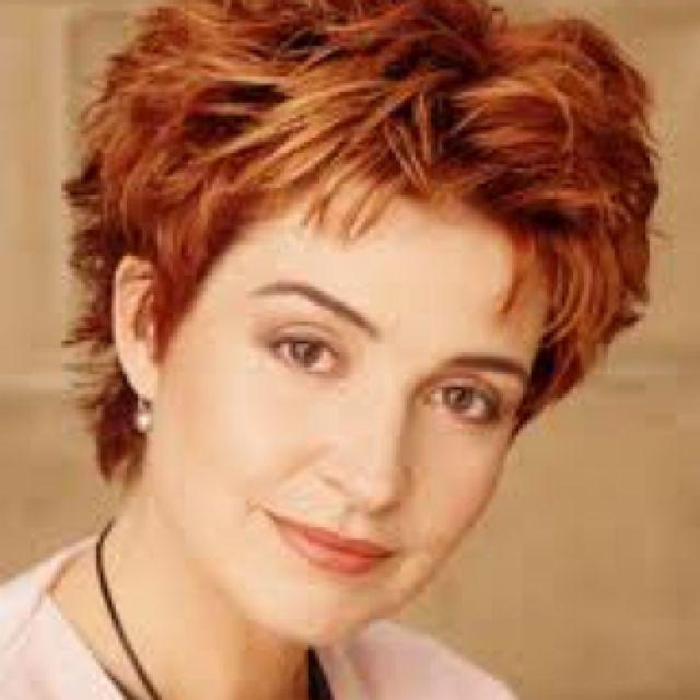Annie Potts short hair