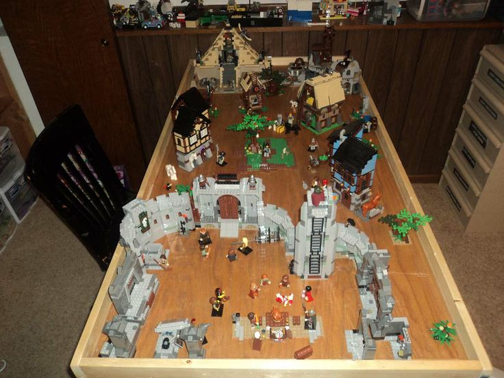 Bricks: Finally uploaded some pics of my Lego Castle table, by morganm