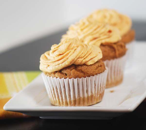 Pumpkin Cupcakes with Pumpkin fluff frosting | Recipe Diaries