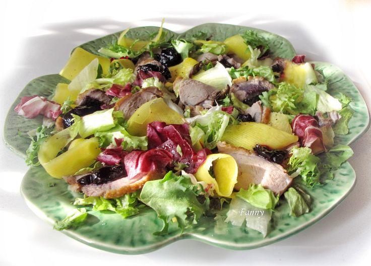Салат из куриной грудки и манго