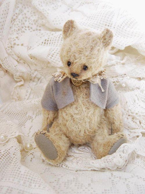 ❥ the cutest shabby teddy bear
