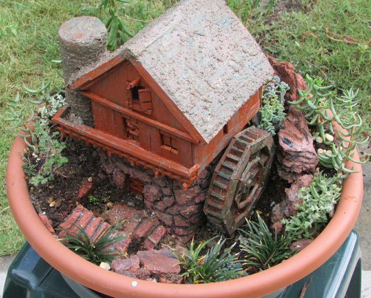 Samples of dish fairy gardens ideas photograph dish garden for Dish garden designs