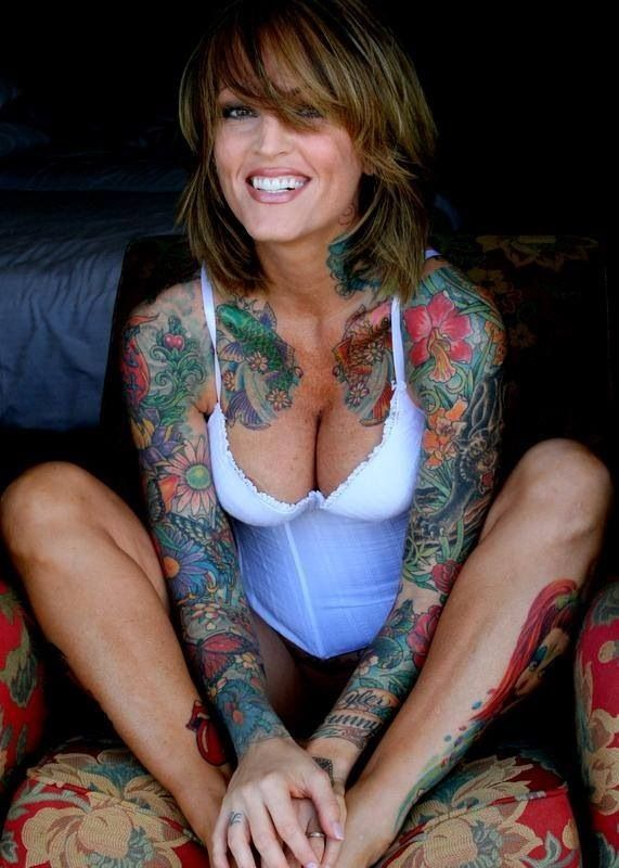 hot damn i love her ink and that SMILE! Sexy.