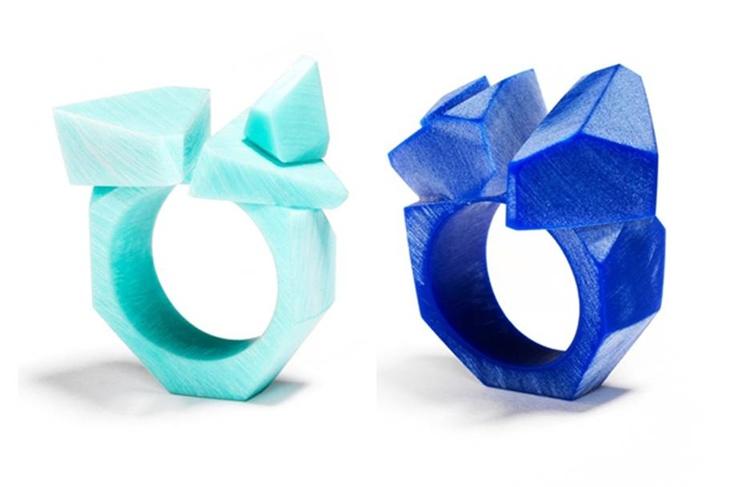 Eric De Gésincourt - corian Bleu, quatre pièces uniques, les autres pièces seront noir et blanche