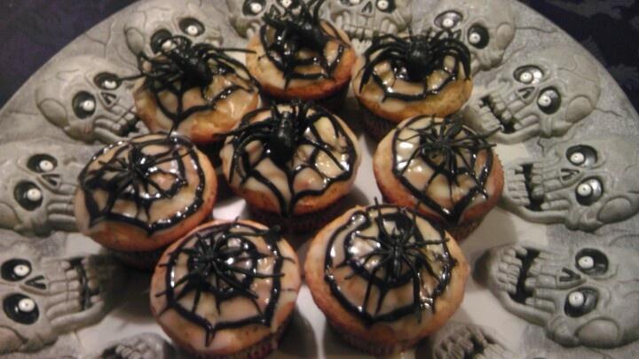 Spider cupcakes - spooky! | Halloween Snacks | Pinterest