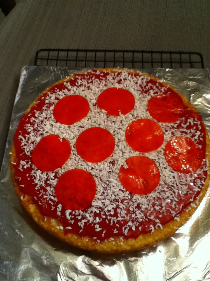 25 Pizza Cakes For The Best Pizza Party Ever c6bf7e9c8678880f9becf0d97a635e32 jpg