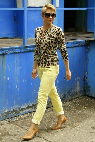 Google Image Result for http://images1.chictopia.com/photos/Anuta/9570897696/light-yellow-stradivarius-pants-camel-zara-jumper_400.jpg