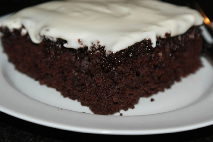 Diet coke cake: can of diet coke and chocolate fudge cake mix. Added ...