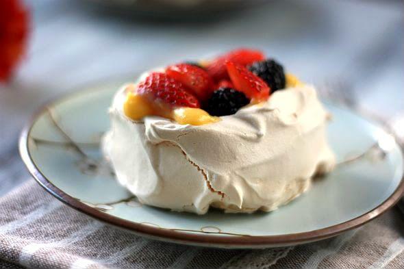 pavlova with summer berries | Just desserts | Pinterest