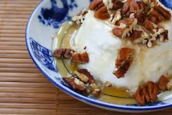 ... Great Low-Sugar Dessert: Greek Yogurt with Agave Nectar and Pecans