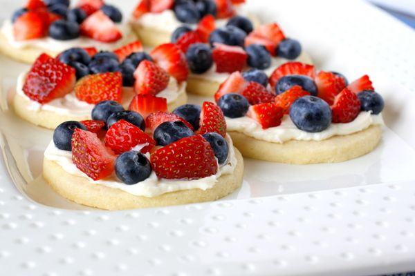 Mini Fruit Pizzas | Recipes | Pinterest