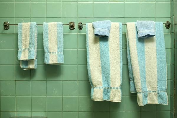 La Vita DiBella Ugly Green Bathroom Part 1